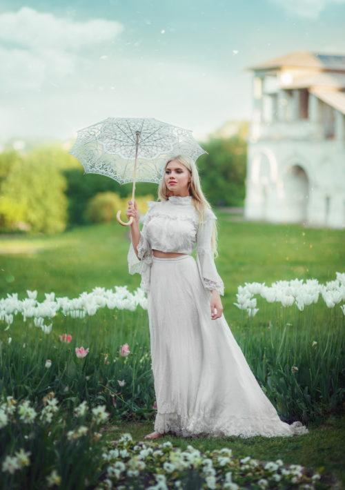 Историческое платье сшито по моде начала 20-го века эпохи Модерн. Комплект декорирован белым кружевом и розовым поясом. По желанию, дополнительно можно взять перчатки, шляпку и другие аксессуары. Платье повторяет крой, который был в моде в период 1900-х годов 20 века, стиль назывался Модерн. Это дневной комплект, который могла носить благородная девушка на прогулку или в гости в первой половине дня. Красивый шлейф, говорит о высоком положении дамы.  Комплект на Историческое платье сшито по моде начала 20-го века эпохи Модерн. Комплект декорирован белым кружевом и розовым поясом. По желанию, дополнительно можно взять перчатки, шляпку и другие аксессуары. Платье повторяет крой, который был в моде в период 1900-х годов 20 века, стиль назывался Модерн. Это дневной комплект, который могла носить благородная девушка на прогулку или в гости в первой половине дня. Красивый шлейф, говорит о высоком положении дамы.  Комплект на не высокую девушку.не высокую девушку.