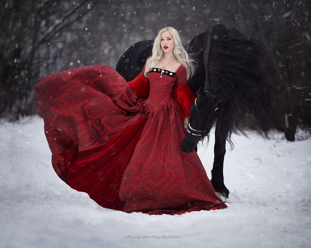 Фотосессия в платье с лошадьми