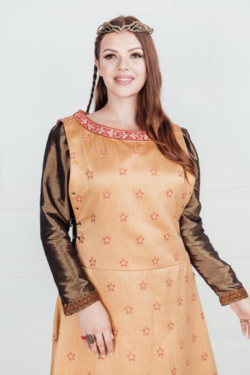 Средневековое длинное платье