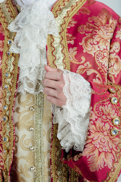 камзол 18 века бордовый