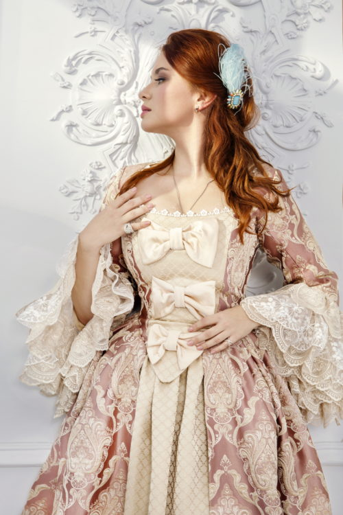 пудровое платье 18 века