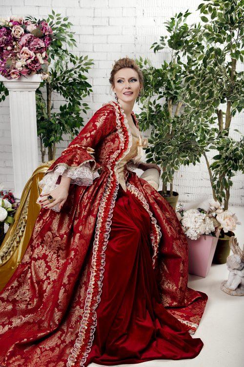 Красное платье 18 века