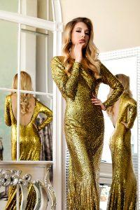 фотосессия в платье с пайетками.