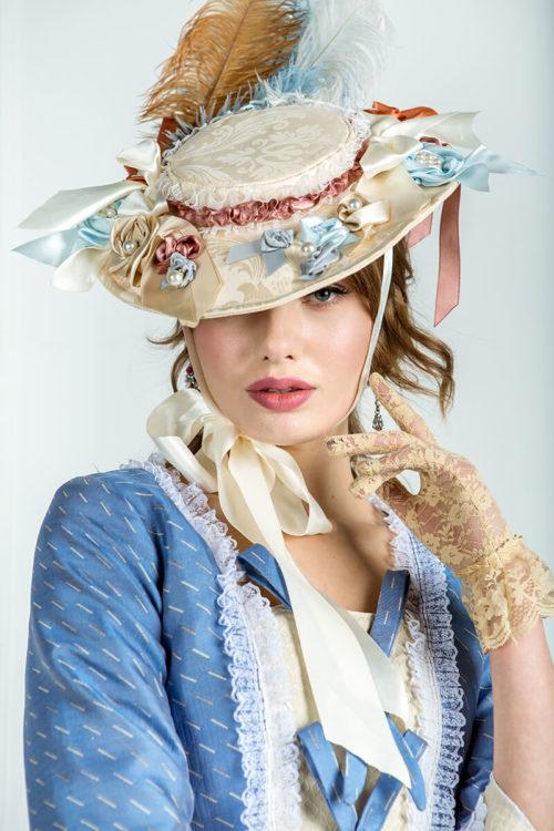 Дамская шляпка с цветами 18 века