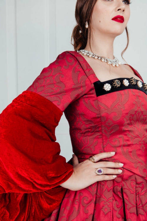 средневековое платье красное TUDORS