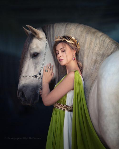 Греческая богиня с лощадью