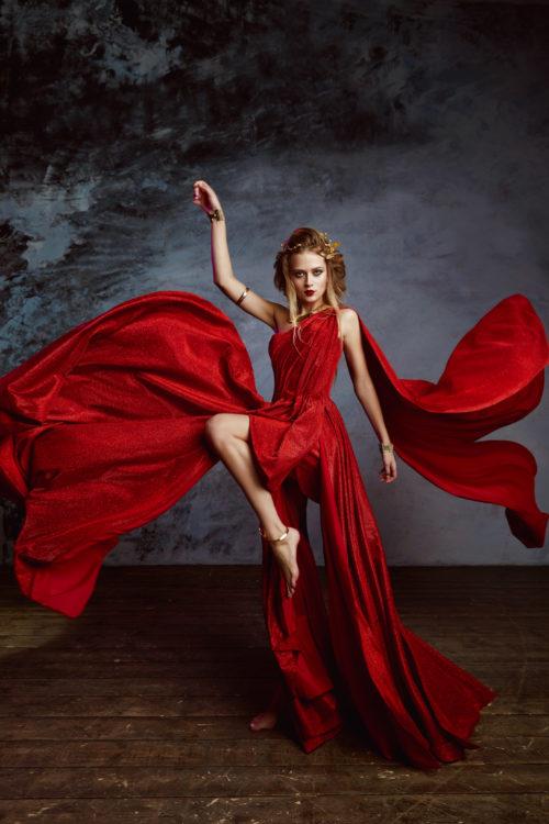Красное платье богини для фотосессии