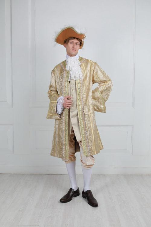 Костюм 18 века на высокого золотой