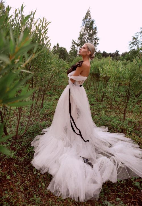 Белое платье из фатина прокат