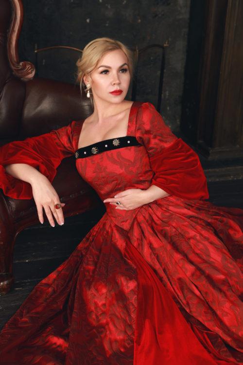 Платье средневековье красное