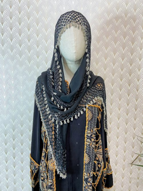 Чёрный платок с бисером